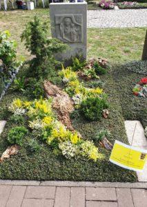 Friedhof Grab mit Spezialsubstrat